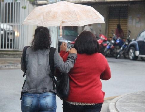 Temperatura cai com chuva em Campos