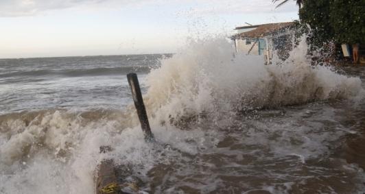Avanço do mar em Atafona