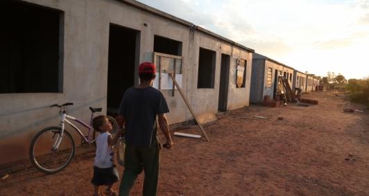 Famílias invadem casas inacabadas do Morar Feliz de Ururaí