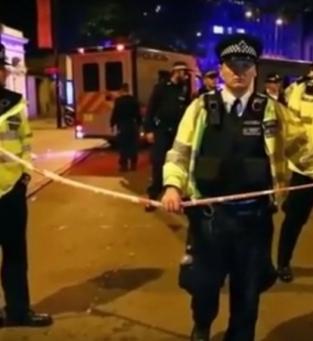 Motorista de van atropela fiéis em Londres