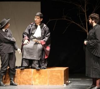 Encenação no Teatro Municpal de Macaé