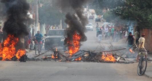 Protesto de moradores no Santa Rosa