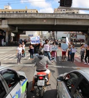 Alunos protestaram a crise da UENF