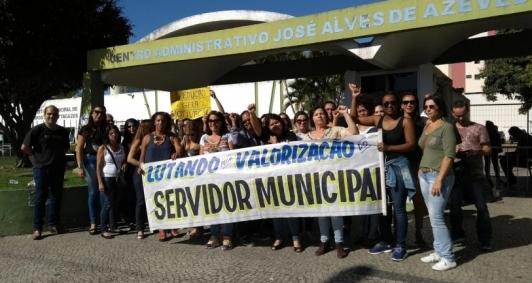 Servidores da educação em protesto