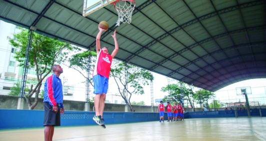 Jogo de basquete nos Jecs