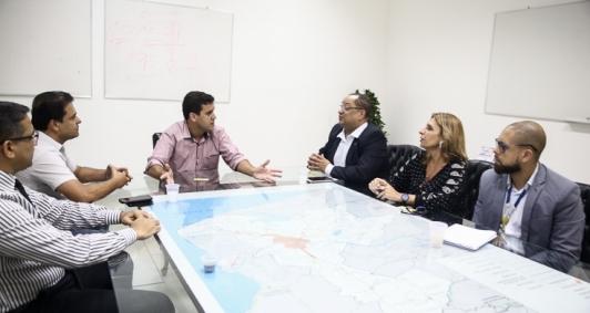 Reunião para discutir parceria com Correios