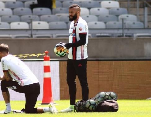 Alex Muralha será titular no gol