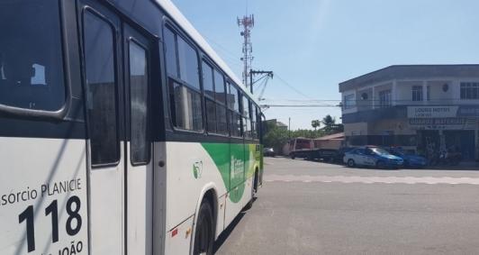 Ônibus da São João saem da garagem com apoio da PM