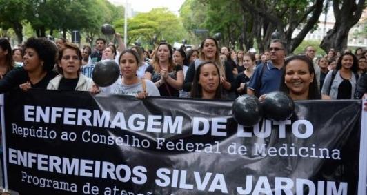 Enfermeiros fazem protesto no RIo