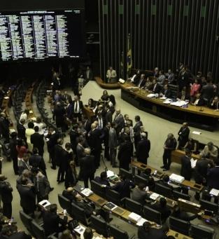 Câmara rejeita denúncia contra Temer