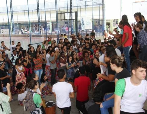 Manifestação contra racismo no IFF