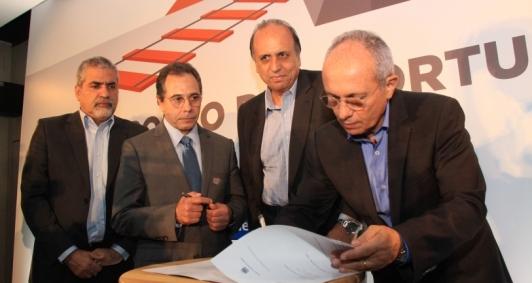 Governadores assinaram termo na presença dos prefeitos