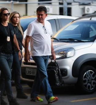 Rio de Janeiro - Os deputados estaduais Jorge Picciani, Paulo Melo (na foto) e Edson Albertassi, todos do PMDB, se entregam à Polícia Federal (PF) após terem prisão decretada (Fernando Frazão/Agência Brasil)