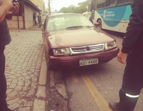Motorista destruiu o próprio carro