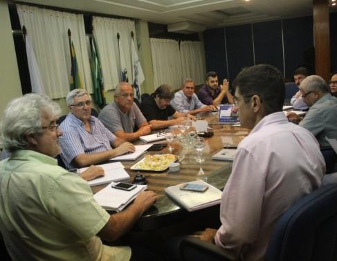 Representantes participaram de reunião na CDL
