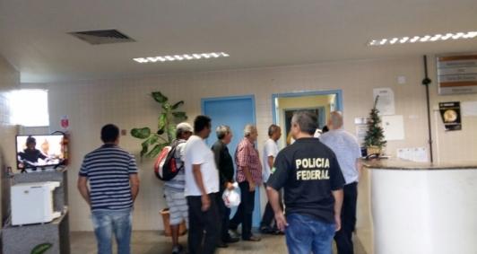Suspeitos levados ao IML para exame