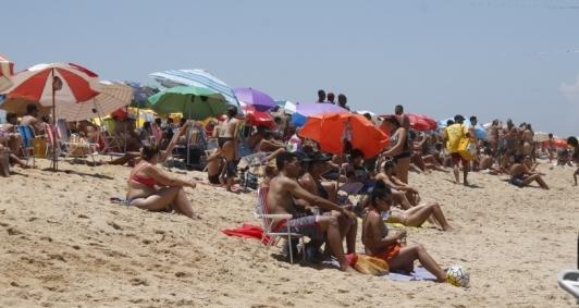 Movimento intenso na praia de Grussaí