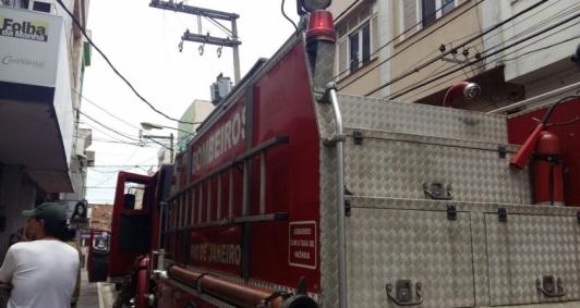 Incêndio foi rapidamente contido pelos bombeiros