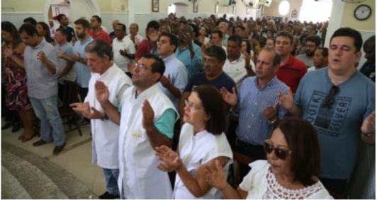 Políticos participaram da missa celebrada às 11h