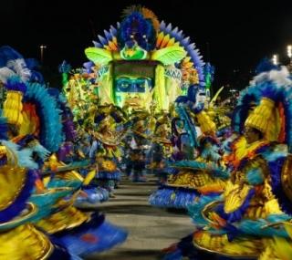 Desfile da União da Ilha no segundo dia de apresentações do Grupo Especial na Sapucaí