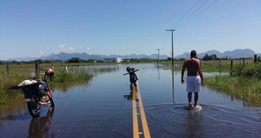 Estrada de acesso a Lagoa de Cima alagada