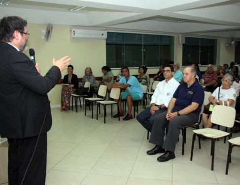 Dom Luiz Ricci falou sobre livro no Santuário de Nossa Senhora do Perpétuo Socorro