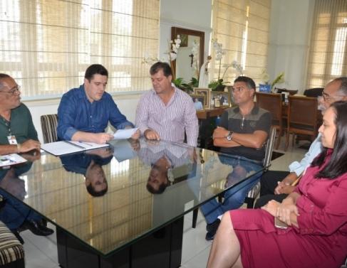 Jairinho é Show tomou posse no gabinete do presidente Marcão; Genásio e Josiane compareceram