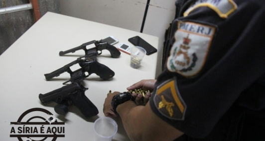 Armas apreendidas com suspeitos de invasão