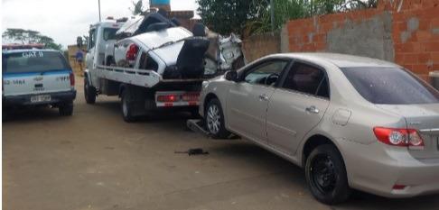 PM recupera carro roubado e peças em local de desmanche