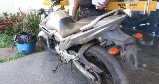 Moto apreendida após perseguição policial