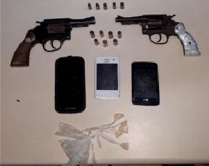 Material apreendido com suspeitos detidos