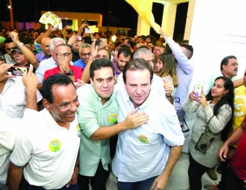 Eduardo Paes e Romário passaram por Campos e outras cidades do interior