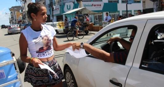 Panfletos foram distribuídos a motoristas