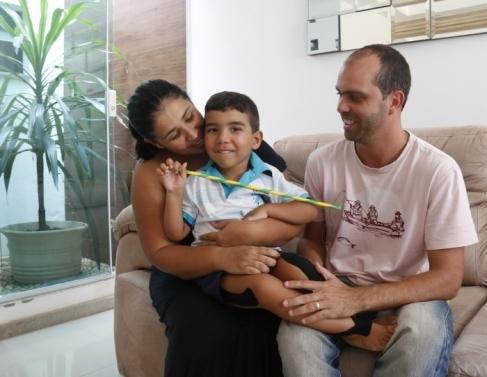 Há um ano e quatro meses família de Pedro Lorenzo tem lutado para arrecadar recursos para manter tratamento do menino