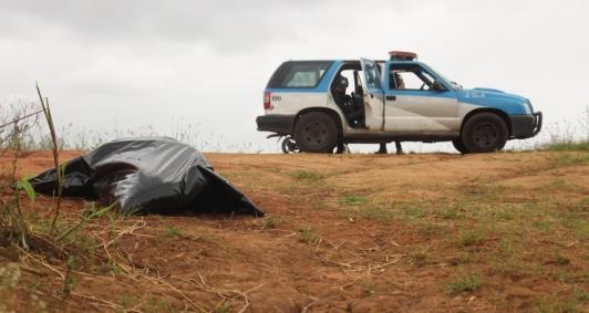 Corpo encontrado no Paraíba (Foto: Antônio Leudo)