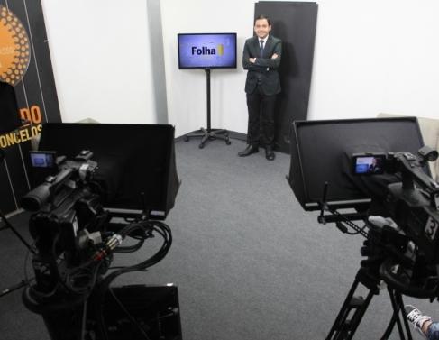 Estúdio da Plena TV com o apresentador Antônio Filho