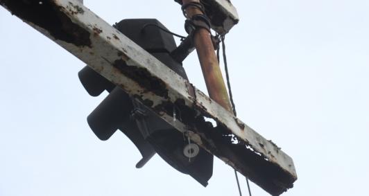 Moradores denunciam precaridade de semáforos