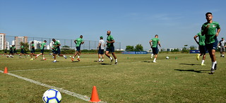 Equipe do Fluminense se prepara para partida deste domingo