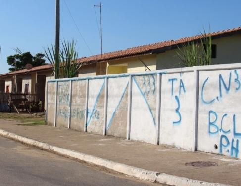 Em Barcelos, casas foram invadidas antes da inauguração
