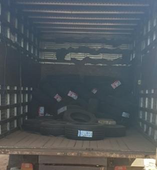De acordo com informações passadas pelos policiais, o caminhão baú teria sido roubado na RJ 158, estrada que liga Campos x São Fidélis.