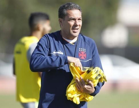 Vasco treina no Paraná antes do jogo