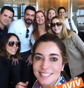 Karla Assed na selfie ao lado