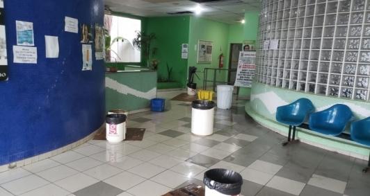 Água da chuva atingiu parte interna do hospital