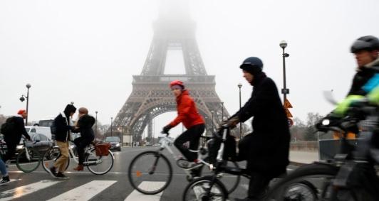 Sindicatos franceses decidem manter greve por tempo indeterminado