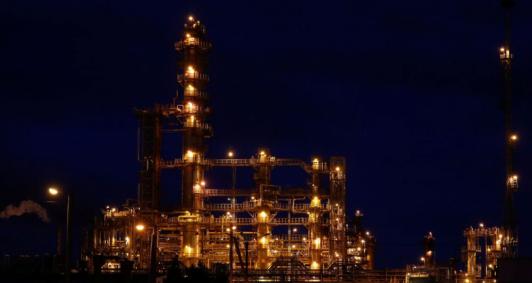 Conflito entre Irã e EUA faz preço do petróleo disparar