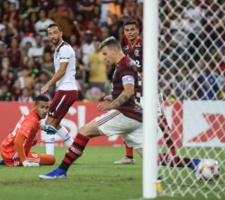 Com gol de calcanhar, ENTITY_quot_ENTITYvovôENTITY_quot_ENTITY tricolor foi decisivo no Maracanã