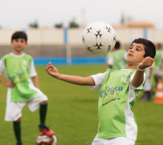 Escola de futebol é um dos projetos oferecidos