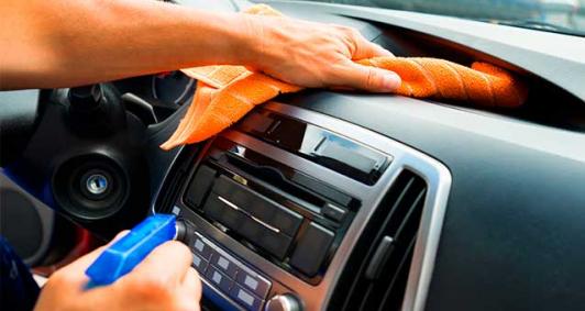 Durante a pandemia do coronavírus, recomendação é de ficar em casa; mas, para quem for obrigado a sair, usar o automóvel higienizado ajuda a evitar contágio