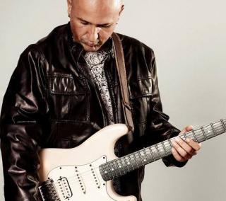 Vídeos do cantor e guitarrista serão publicados às 20h na página da Fundação Rio as Ostras de Cultura no Facebook
