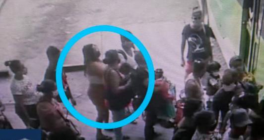 Mulher flagrada cometendo furto na rodoviária